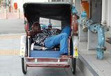 sleeping-rickshaw-driver-18045182